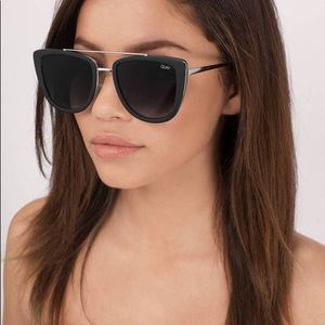 Quay sunnies French kiss in black NEW